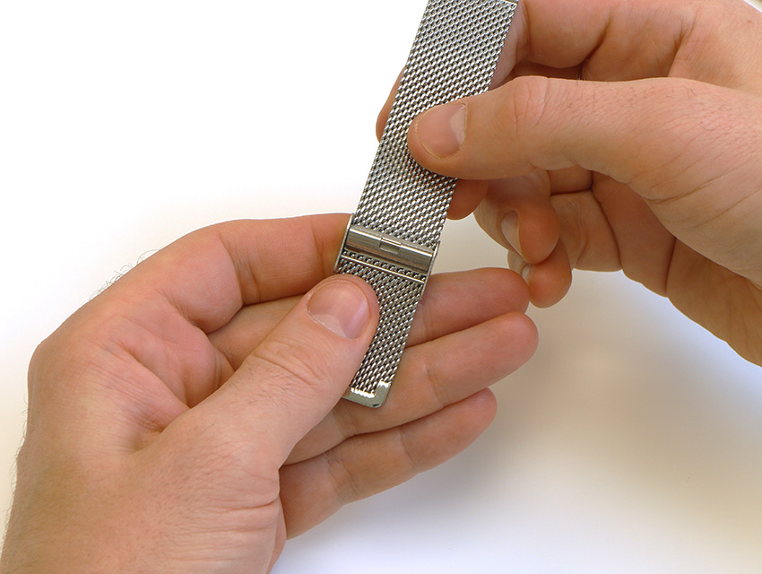 how_to_adjust_mesh_strap_length_6